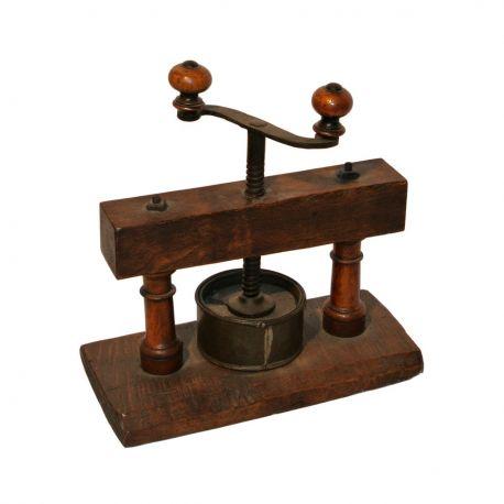 ancien presse fromage en bois et m tal antiquit. Black Bedroom Furniture Sets. Home Design Ideas