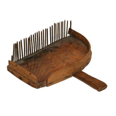 peigne myrtilles d 39 poque en bois et m tal. Black Bedroom Furniture Sets. Home Design Ideas