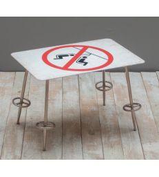 "Petite table ""interdiction de se balancer"""